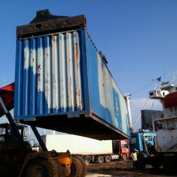 Arrivée du conteneur AMEDISCHOOL au port de Boma.